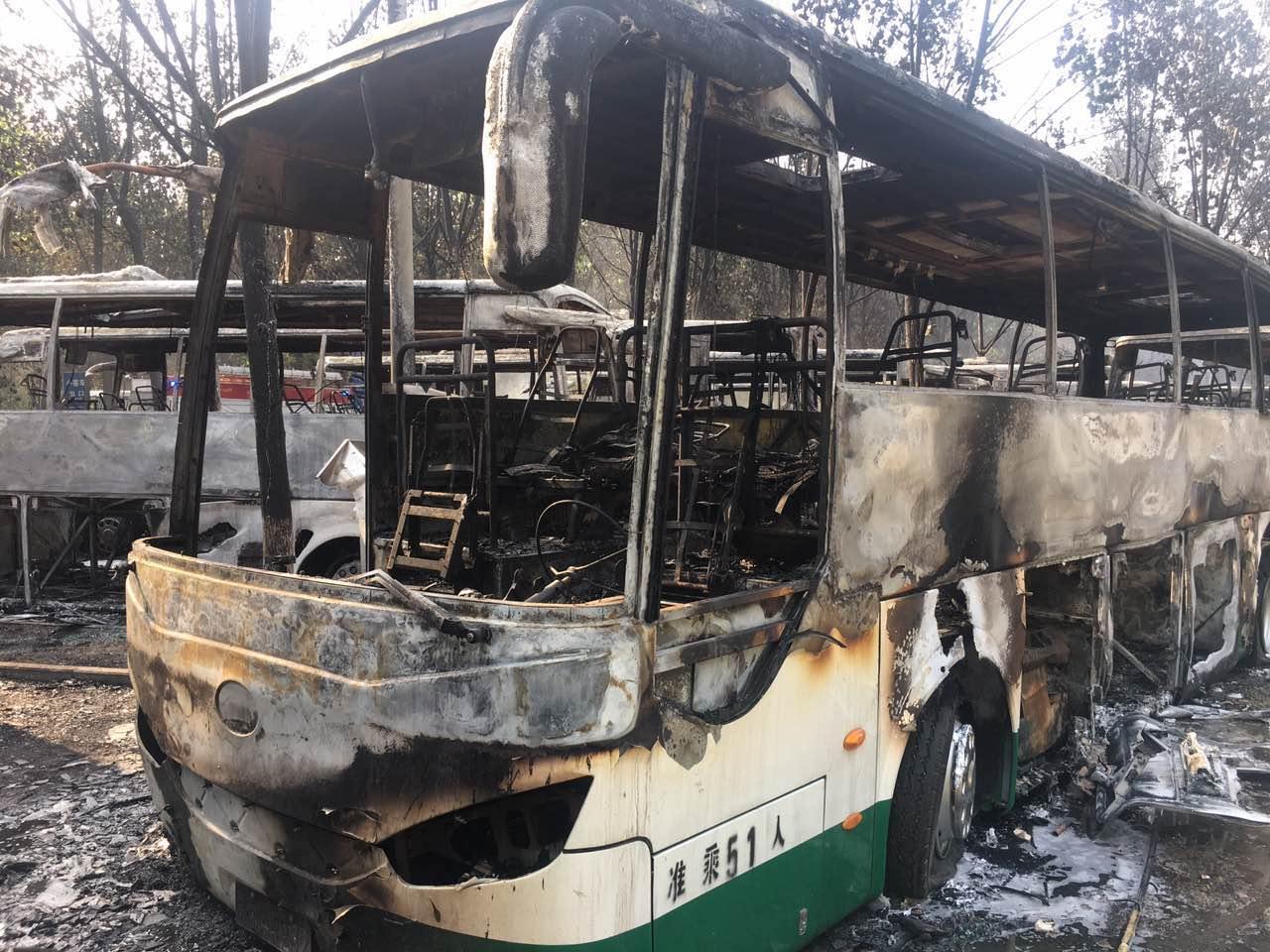 2017年5月1日12时22分,北京蟹岛度假村停车场发生电动巴士连环火灾,着火大巴 80 辆左右,短短几分钟内,大巴轰燃,烧成空架,导致直接损失近一亿元;2017年5月9日上午9时许,在山东省威海市一隧道内,也发生了一起国际学校附属幼儿园校车的燃烧事故,由于火势蔓延过快,致使11名幼儿遇难。      据数据统计,截止到2016年,我们国家公路运输的车辆总数已经达到了83.