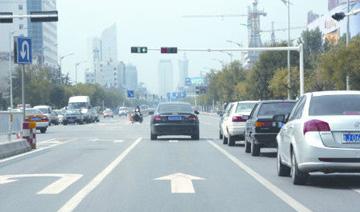 标线复新、护栏加装 泰安道路交通设施全面升级