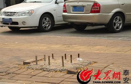 道路设置路障影响出行安全 泰安市民盼望早清除