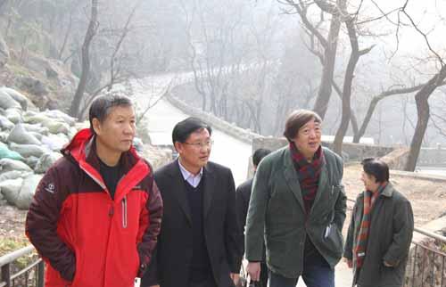 冯骥才第五次登泰山 了解挑山工历史