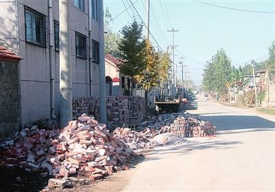 泰安市高新区北集坡垃圾筑街道、材料下载道事件初中生们侵占图片