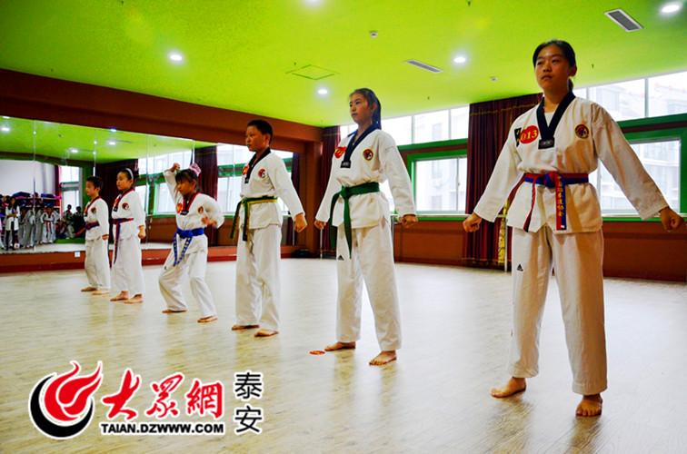 山东首届少儿跆拳道大赛泰安赛区比赛精彩上演