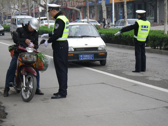 肥城大队持续严查摩托车 老年代步车 内燃观光车交通违法行为高清图片