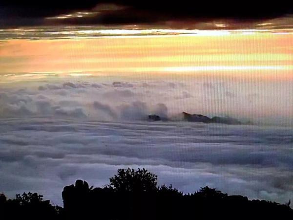 紫气东来!梦幻般的泰山云海日出大片