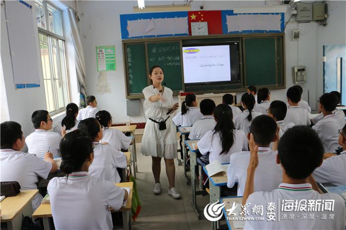 泰山学院老师来东平县实验中学看望实习大学生