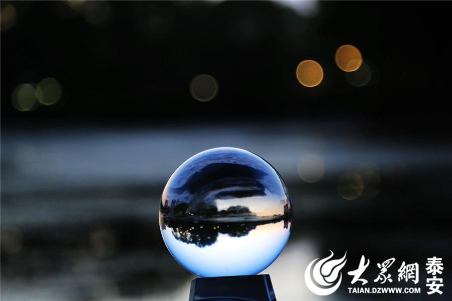 水晶球里的泰安,美的没sei了!(大众网拍客刘虎 摄)