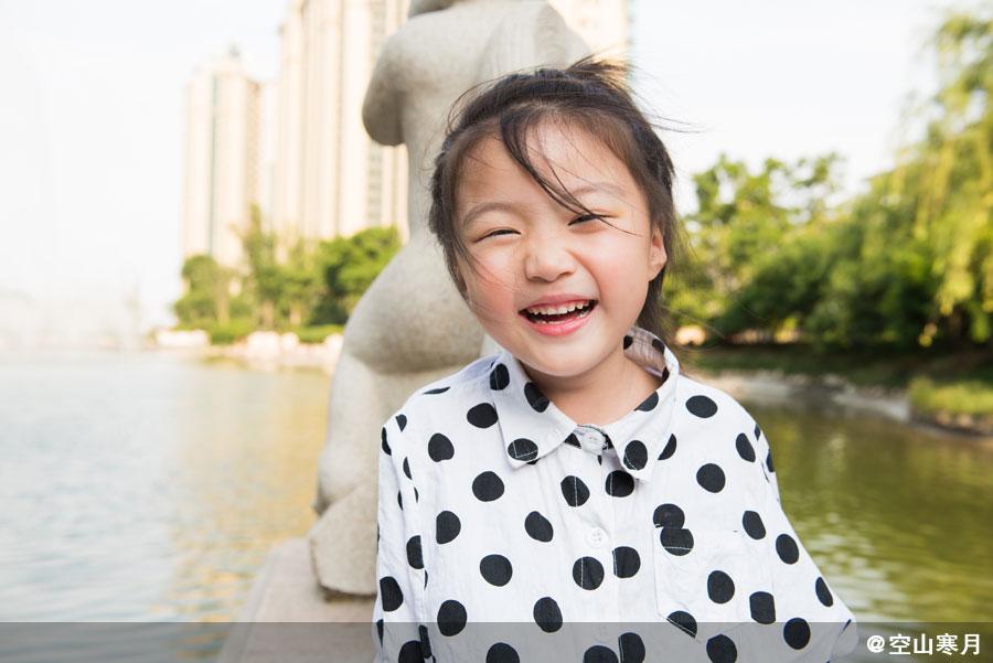 每个孩子都是落入人间的天使,他们带给我们欢笑温暖,值此六一国际儿童节之际,大众网泰安拍客团的老师们用手中的相机记录下了天使在人间的美妙瞬间。(图片来源:大众网拍客团)